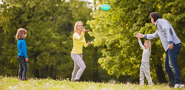 how to play frisbee In ultimate frisbee it is all about sportsmanship and fair play  fast, easy and  effortless, the forehand throw is a favourite for most ultimate frisbee players.