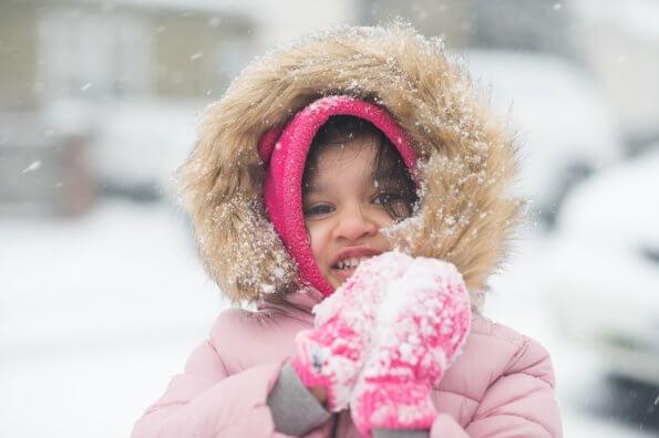 6 activités de plein air pour s'amuser avec les tout-petits cet hiver
