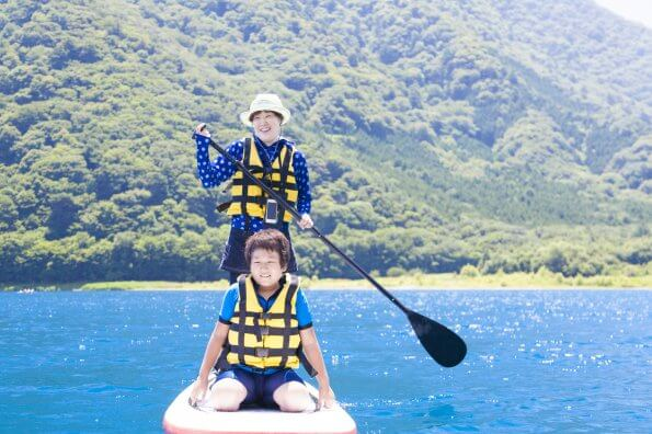 8 things to think about before stand up paddleboarding with your kids