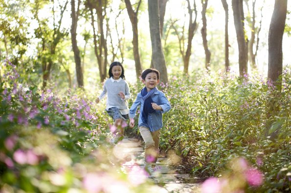 39 fun ways kids can play outside this spring