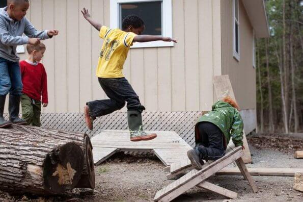 S'épanouir en plein air : Une nouvelle ressource soutient l'apprentissage et le jeu en plein air