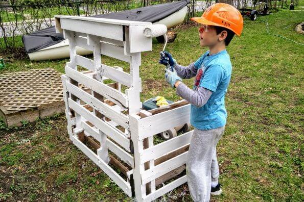 How to make a DIY mud kitchen