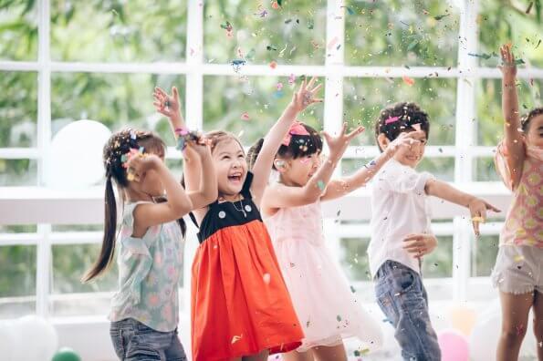 5 idées de fêtes d'anniversaire thématiques pour faire bouger les enfants