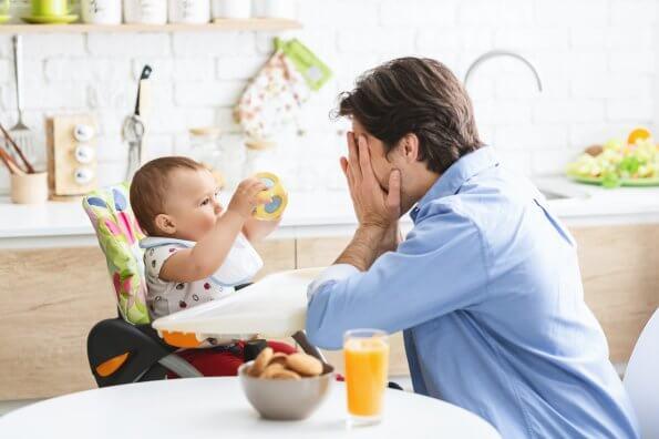 5 façons amusantes d'apprendre à votre bébé la permanence des objets